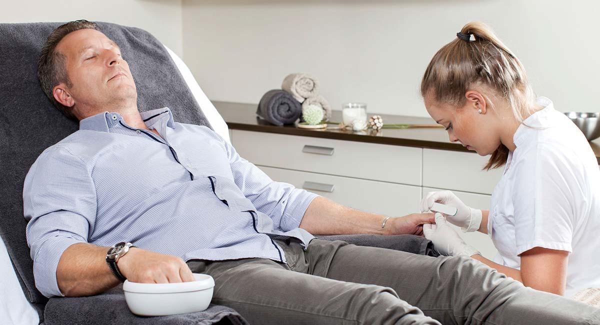 Gesichtsbehandlung der frische Pfiff Männerbehandlungen